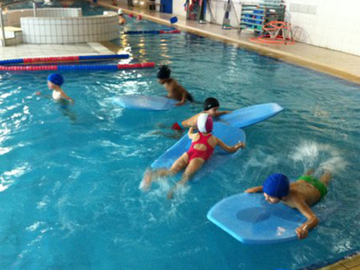 Crianças a Nadar